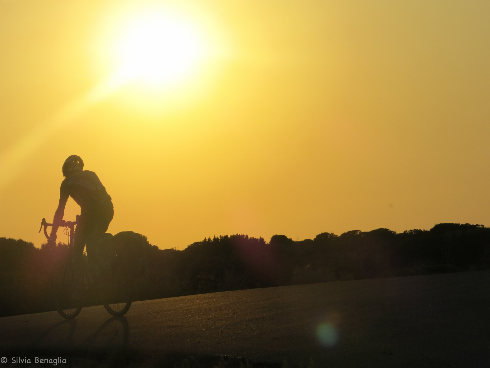 VI-tappa-pedalando-nel-tramonto