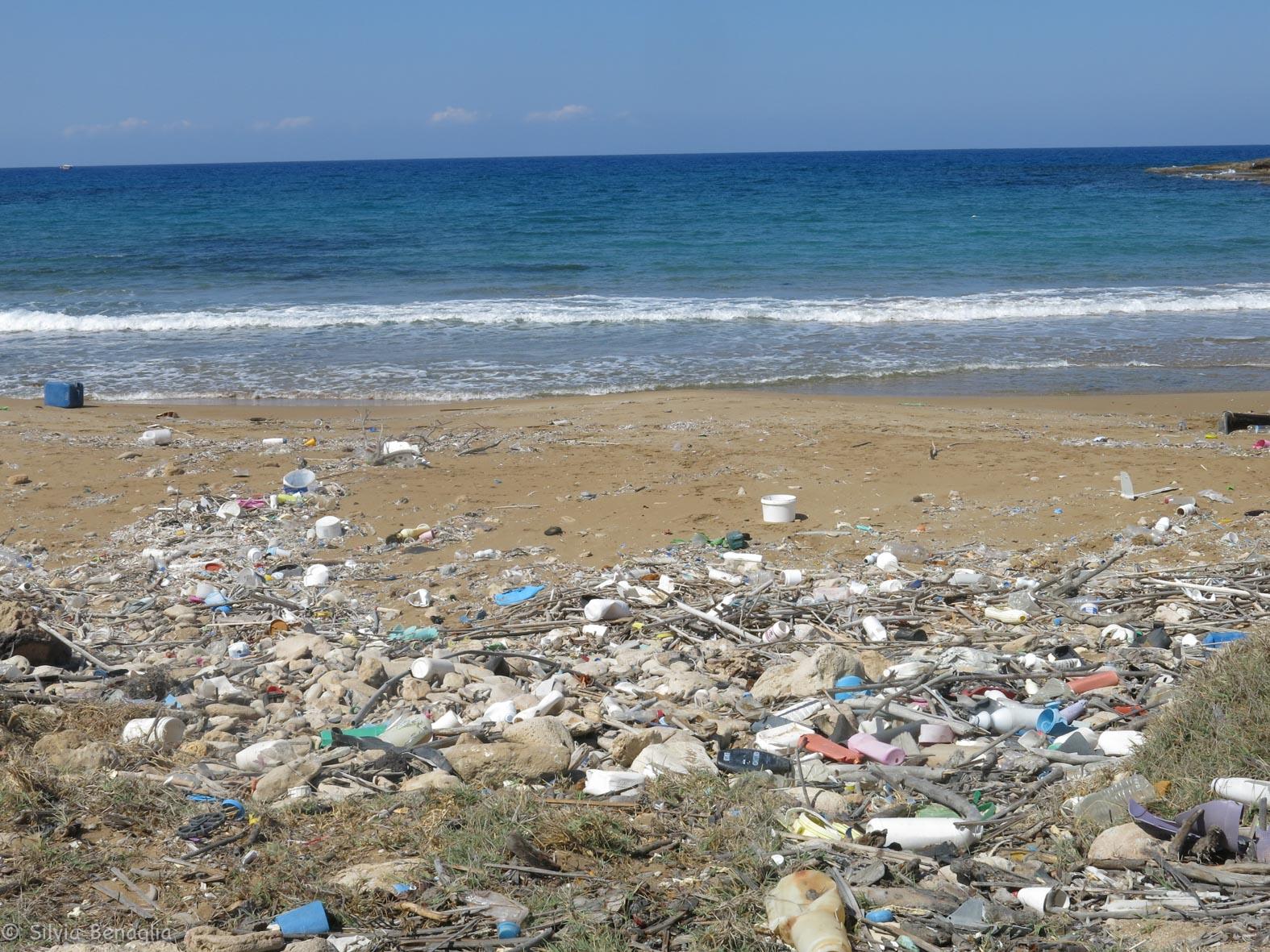 VI-tappa-penisola-di-Karpaz-inquinamento-da-plastica