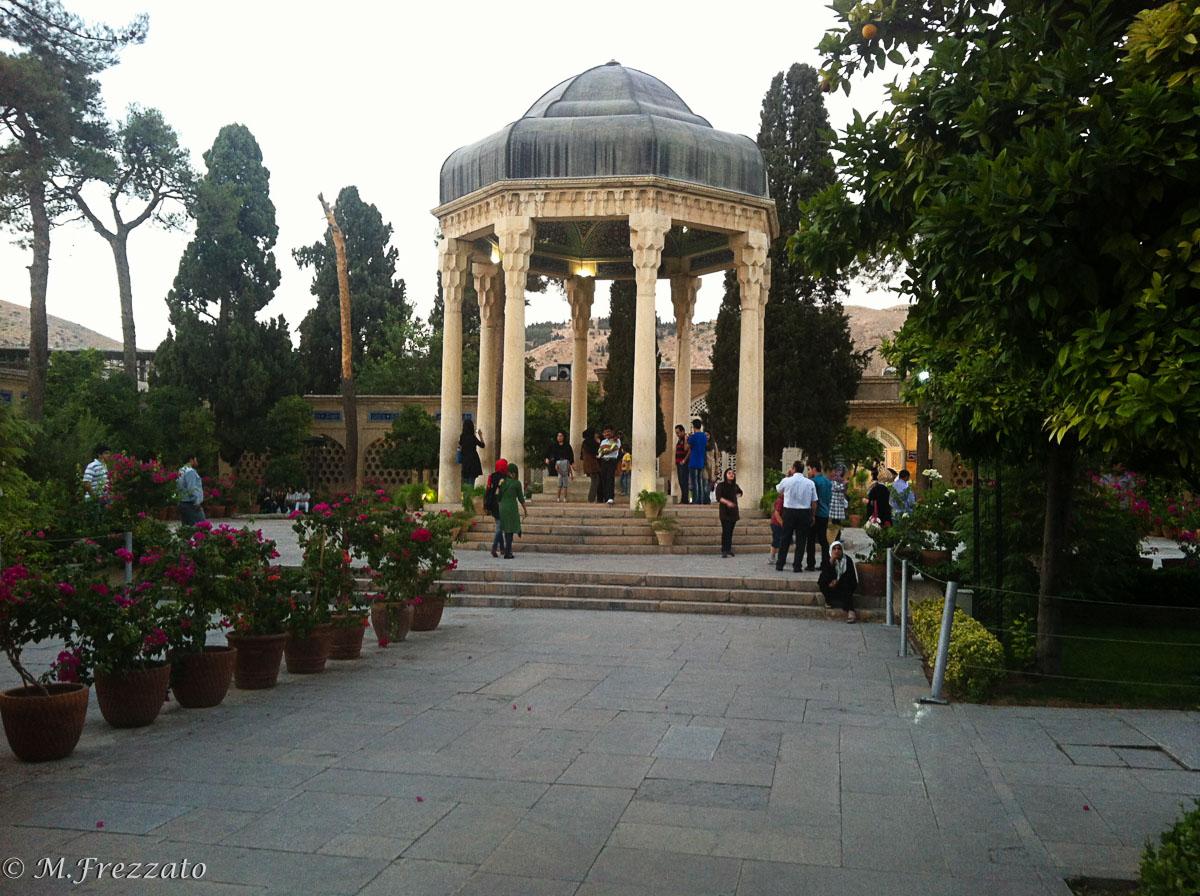 Shiraz-tomba-poeta-Hefez