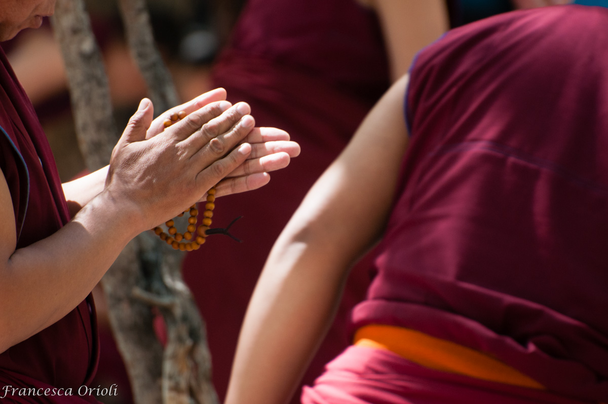 Akshamala tra le mani