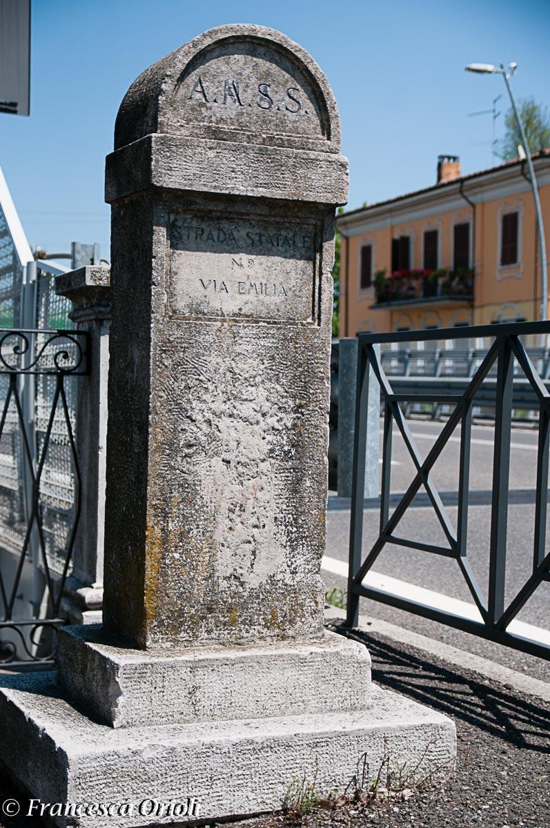Il cippo che segna la fine della Via Emilia