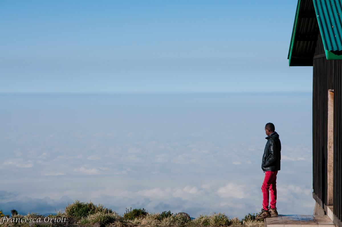 Sopra-le-nuvole-a-horombo-hut2
