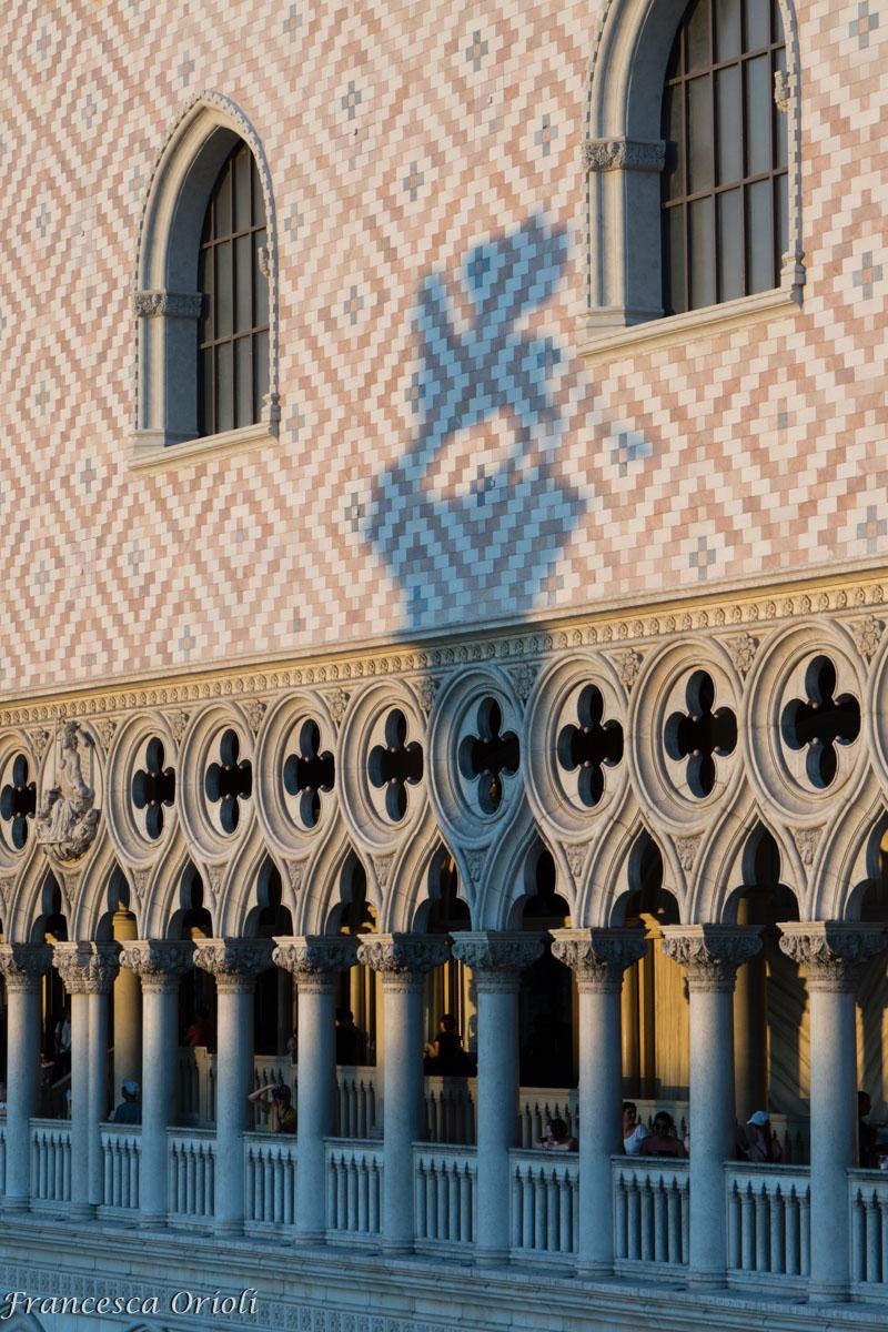 L'ombra del Leone sul Palazzo dei Dogi
